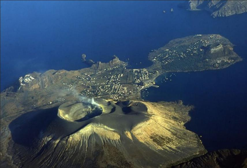 vulcano-fossa-and-vulcanello1